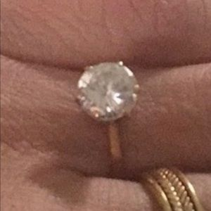 18k gold cubic zirconia ring in size 7